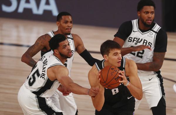 NBA: Derozan poništio rekord karijere  Foksa i odličnu partiju Bogdanovića. Bobi za četiri minuta bezgrešan