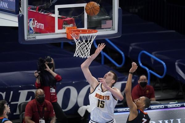 NBA: Jokić stao na korak tripl-dabla, ali je upisao prvi poster u karijeri!